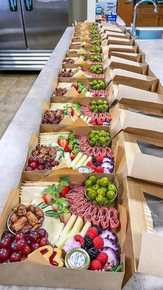 Charcuterie Picnic, Charcuterie Recipes, Charcuterie Platter, Charcuterie And Cheese Board, Cheese Boards, Party Food Platters, Cheese Platters, Comida Picnic, Appetizer Recipes