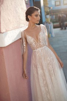 Courtesy of Gali Karten Wedding Dresses; www.galikarten.com