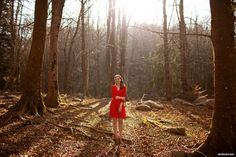 Preboda en el campo hipster por Sara Lazaro - Countryside hipster engagement - red hipster dress - vestido rojo retro