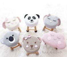 Muito fofos esses banquinhos com crochê de vários animaizinhos para compor a decor da sua festa!! Es - inspira.mundi