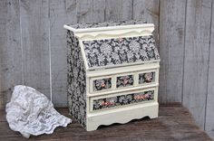 Hand painted and decoupaged vintage jewelry box, designed like a drop front secretary. Solid wood, hand painted a soft ivory color with Shabby Chic Schmuck, Shabby Chic Jewellery Box, Jewellery Boxes, Licht Box, Painted Jewelry Boxes, Vintage Jewelry Crafts, Diy Jewelry, Jewelry Armoire, Jewelry Cabinet