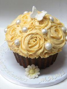Peaches and cream giant cupcake by Bocaditos y Colores (Erika), via Flickr