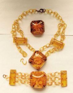 Vintage Carved Bakelite Flowers Apple Juice Bracelet Necklace Brooch Set Broken Baubles And Beads, Apple Juice, Bangles, Bracelets, Belt Buckles, Costume Jewelry, Brooches, Jewelry Sets, Carving