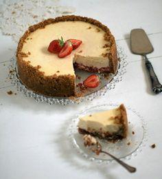 Kakku kuin äiti itse: Raparperi-mansikka-inkiväärijuustokakku