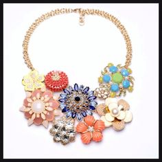 ✅Floral Cluster Necklace Brand NewPerfect for spring/summertime!! High quality and quite heavy. NO TRADES Jewelry Necklaces
