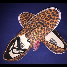 Vans size 9.5 New without box , Men's 9,5 Womens 11 Vans Shoes Flats & Loafers