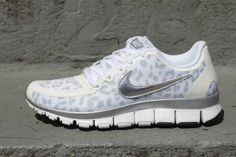 Nike Free Run Womens.and want more! Nike Outfits, Sport Outfits, Crazy Shoes, Me Too Shoes, Leopard Print Nikes, Cheetah Print, Leopard Prints, Marchesa, Nike Shoes