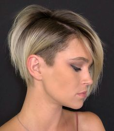Pixie Haircuts with Bangs - 50 Terrific Tapers - - Razored Pixie Bob with Temple Undercut Razored edges on the long pixie with bangs keep this style from looking like any other. An undercut that's also visible from the side lends it an edgy look. Undercut Bob Haircut, Undercut Hairstyles Women, Bob Hairstyles For Fine Hair, Haircut For Thick Hair, Pixie Hairstyles, Shaved Hairstyles, Casual Hairstyles, Undercut Men, Short Hair With Undercut