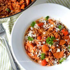 Dit gerecht maakte mijn moeder heel vaak toen ik klein was: een bruine bonen schotel met gehakt en rijst. Super eenvoudig en hartverwarmend!