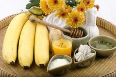 Use banana for skin to fix all your beauty problems and to make your face glowing. Here are the ways to use banana on your face to make it younger looking. Homemade Face Pack, Homemade Facial Mask, Homemade Lip Balm, Homemade Facials, Banana Face Mask, Acne Face Mask, Diy Beauty Mask, Banana Uses, Charcoal Mask Peel