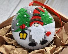 Small Christmas Gifts, Handmade Christmas Decorations, Christmas Ornament Crafts, Felt Decorations, Handmade Christmas Gifts, Handmade Felt, Christmas Gnome, Funny Christmas, Etsy Christmas