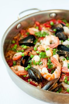 Hosting a Paella Party. How to make authentic paella in a skillet. |www.flavourandsavour.com