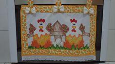 Cortina pintada com patch aplique feito na maquina,com acabamento em viés,alças pressa com velcro R$ 35,00