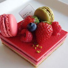 可愛いピンクにうっとり!サダハルアオキのひな祭りケーキ