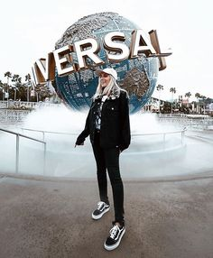 2 Great Ways To Discover Florida Disney Universal Studios, Universal Orlando, Cute Disney Pictures, Travel Pictures, Couple Goals, Disneyland Outfits, Universal Pictures, Adventure Is Out There, Disney Inspired