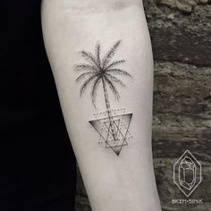 Amazing palm tattoo by Bicem Sinik , Istanbul Turquie