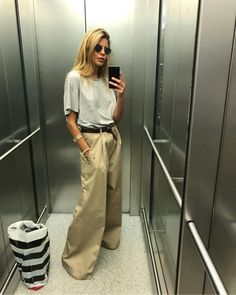 En matière de style, les volumes ont leur importance (photo Maja Wyh) Style Casual, Casual Chic, Style Me, Casual Outfits, Fashion Week, Look Fashion, Fashion Outfits, Maja Why, Normcore