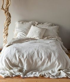 Get exclusive discount luxury bedding from the Bella Notte Linens Outlet Store. Save on Bella Notte linens, bedding, duvet covers, throw pillows, &pillow shams. Shabby Chic Bed Linen, Camas Shabby Chic, Shabby Chic Furniture, Upholstered Furniture, Traditional Bedding, Linen Duvet, Linen Sheets, Linen Fabric, Livros