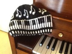 Piano Keys Cap Crochet Gifts, Knit Crochet, Crochet Music, Yarn Twist, Knitting Patterns, Music Crafts, Key Caps, Piano Keys, Embroidery
