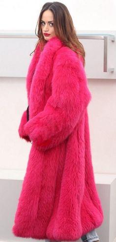 Hot Pink Fur Coat, Colorful Fur Coat, Fur Coat Fashion, Fox Fur Coat, Fur Jacket, Style Guides, Mantel, Fashion Looks, How To Wear