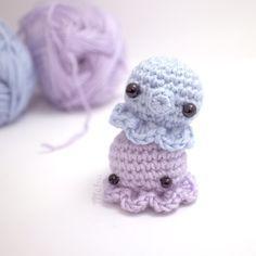 Octopus - Free Amigurumi Pattern here: http://blog.mohumohu.com/post/117524437877/amigurumi-octopus-pattern ༺✿ƬⱤღ  https://www.pinterest.com/teretegui/✿༻