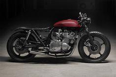 Suzuki GS1000 Radical Red by Filip Bardy