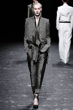 Haider Ackermann Parigi - Spring Summer 2013 Ready-To-Wear - Shows - Vogue. Haider Ackermann, Fashion Week Paris, High Fashion, Fashion Show, Fashion Design, Fashion Trends, Catwalk Fashion, Urban Fashion, Op Art