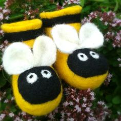 bee+baby+booties+shoes++hand+felted+bees+++perfect+by+BuzzyFeltz,+£22.00