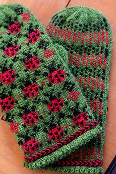 Ravelry: Ladybug Picnic Mittens pattern by Elinor Brown  I like these!