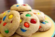 M&M cookies! Drop Cookies, M M Cookies, Sweet Cookies, Cookies Et Biscuits, Sugar Cookies, Smartie Cookies, M&m Cookie Recipe, Cookie Recipes, Dessert Recipes