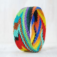 Mad about bangles. Fairly handcrafted by Zulu weavers, this bangle made from woven recycled telephone wires presents a hypnotic swirl of colors that resolves itself into intricate patterns. Bracelet Knots, Bracelet Crafts, Knotted Bracelet, Wire Bracelets, African Bracelets, African Jewelry, Bangles Making, Jewelry Making, Wire Jewelry