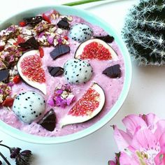 Banana-Strawberry smoothie bowl  @dailybowlofhappiness  I added baobab powder, hemp seeds, chia seeds and 2 tbsp of oatmeal. Topped with figs, goji berries, dragon fruit, raw chocolate and some sesame/rose petals crackers