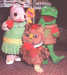 New Zoo Revue (Charlie the owl, Henrietta the Hippo, Freddy the Frog)