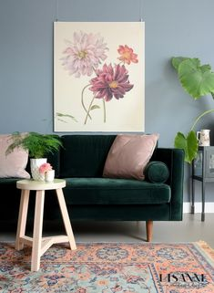 Find more information on eco friendly decorations home Click the link for more info Colourful Living Room, Living Room Green, Living Room Sofa, Living Room Decor, Dark Green Couches, Emerald Green Sofa, Interior Exterior, Interior Design, Living Room Inspiration