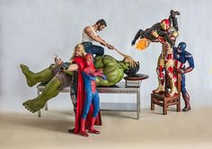 Marvel toys in funny poses. A Wovlerine pulls a facegrabber off of Hulk's face. Iron Man tries to rid it with Ghost Riders's flame while captain america watches. Spiderman and Thor take a selfie. All Marvel Superheroes, Marvel Avengers, Marvel Comics, Marvel Characters, Marvel Heroes, Funny Avengers, Avengers Series, Spiderman, Batman