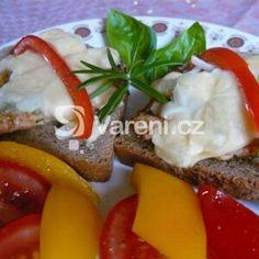 Podvečerní kuřecí tousty recept - Vareni.cz French Toast, Breakfast, Food, Morning Coffee, Essen, Meals, Yemek, Eten