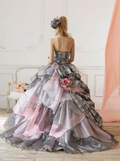 Yumi Katsura It looks like a watercolor painting! Quinceanera Dresses, Prom Dresses, Formal Dresses, Wedding Dresses, Beautiful Gowns, Beautiful Outfits, Gorgeous Dress, Elegant Dresses, Pretty Dresses