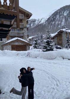 Chalet Girl, Shotting Photo, Ski Season, Christmas Aesthetic, Friend Pictures, Winter Time, Winter Snow, Winter Wonderland, Beautiful Places