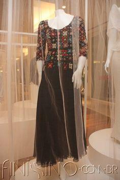 03.jpg (400×600) Vestido de musseline com bordado em veludo e miçangas / Anos 70 Clodovil