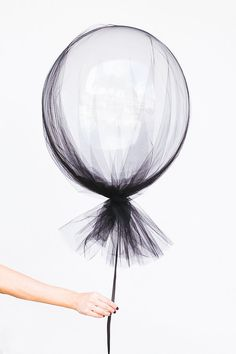 tulle balloons make some chic halloween party decor