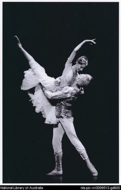 Bussell & Zelensky in La Bayadere - perfect line!