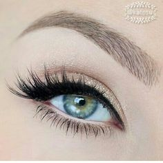 Neutral eye with a hint of shimmer, love it <3