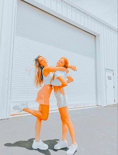 Best Friends Shoot, Cute Friends, Cute Friend Pictures, Best Friend Pictures, Besties, Best Friends Aesthetic, Friend Poses, Cute Poses, Foto Instagram