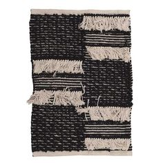 Cotton carpet in black and white color. Its pattern and functionality offers a multitude of decorating possibilities. Plaid Curtains, Diy Pillow Covers, Fabric Rug, Black And White Style, Pillow Room, Rugs On Carpet, Carpets, Scandinavian Style, Pillows