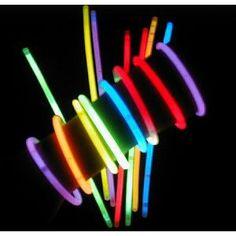 Comprar Pack de 3 Pulseras Luminosas al mejor precio. ¡Las Pulseras Luminosas son divertidas, vistosas y geniales! Perfectas para fiestas, conciertos, navidad, fin de año, etc. Agítalas y espera a que se iluminen, en un momento tendrás tus pulseras con luz para lucirlas en todas tus fiestas. El pack incluye 3 pulseras luminosas de colores: Verde, Rosa y AzulCaracterísticas:Fáciles de activarBrillan durante horasDiversión con seguridadMedida de la pulsera: Largo 20 cm