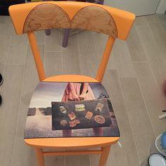 """Quasi ultimata questa sedia commissionata a tema viaggio!Ecco un esempio di come lavoro,cercando di trasmettere l'idea che mi viene col tema proposto. Ecco il pezzo#32 della serie """"Zeppo Chairs"""",mi trovate sulla pagina Facebook!Spero di avervi incuriosito"""