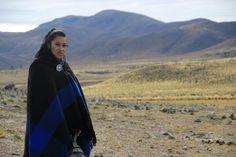Ninesinin Dilinden Nehirlere Şarkılar Söyleyen Kadın