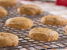 3-Ingredient Peanut Butter Cookies   EverydayDiabeticRecipes.com Diabetic Cookie Recipes, Diabetic Desserts, Low Carb Desserts, Easy Desserts, Snack Recipes, Diabetic Foods, Cook Desserts, Flourless Desserts, Light Desserts