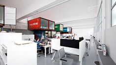 Oficinas con Containers * Containers office *