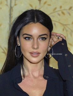 Beauty Makeup, Hair Makeup, Hair Beauty, Brunette Beauty, Most Beautiful Women, Beautiful People, Monica Bellucci Young, Colani, Young Female